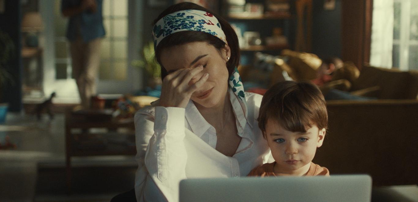 Aceeași working mom în pandemie, cu altă pălărie. Și încă una. Și încă una.